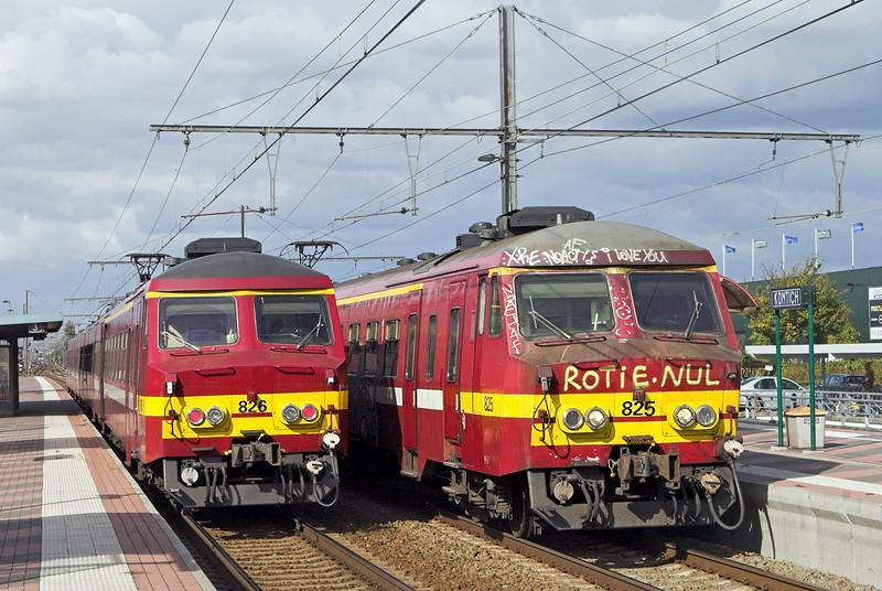 825 and 826, Kontich 7/10/2011<br /> 825: IR2836 1425 Antwerpen Centraal-Nivelles<br /> 826: R6363 1343 Bruxelles Midi-Antwerpen Centraal