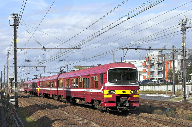 930 and 934, Kontich 7/10/2011<br /> IR3335 1506 Antwerpen Centraal-Bruxelles Midi