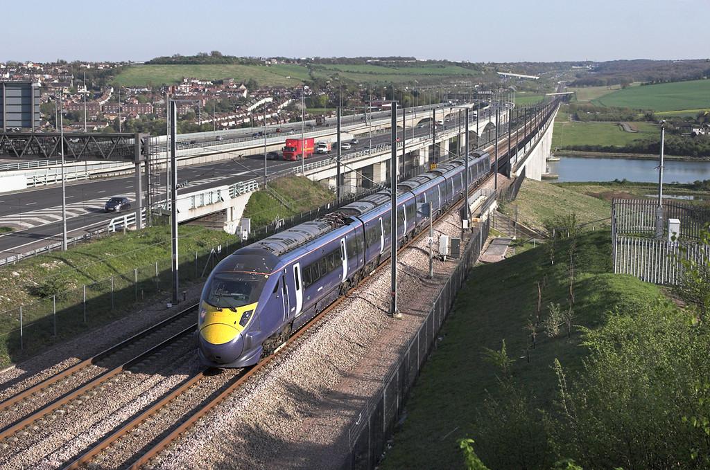 395023 Medway Viaduct 8/4/2011<br /> 1J51 1644 Dover Priory-London St Pancras International