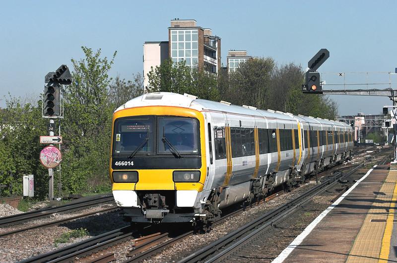 466014 and 465912, New Cross 8/4/2011<br /> 2H26 1000 London Charing Cross-Tunbridge Wells