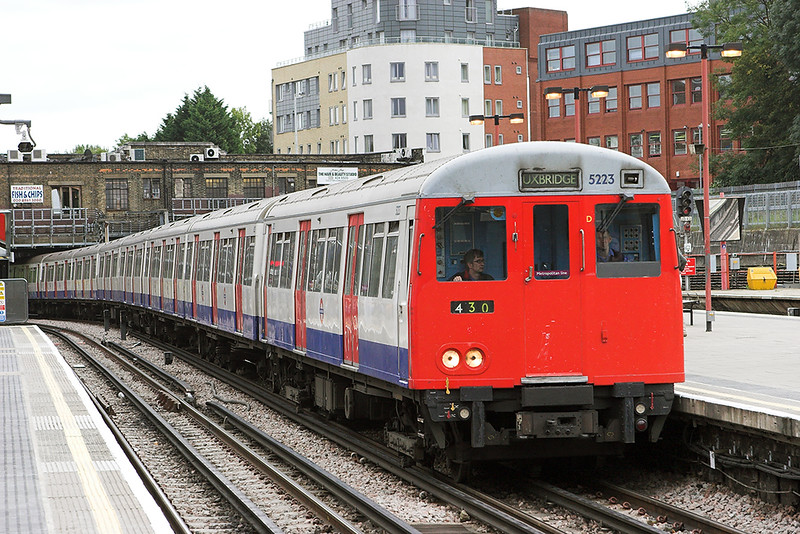 Metropolitan Line 5223, Harrow on the Hill 8/9/2011