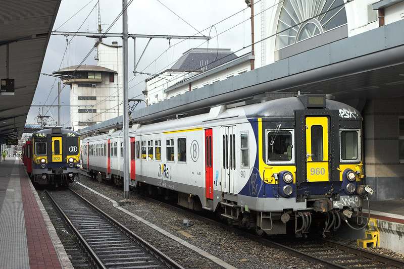 960 and 972, Charleroi Sud 8/10/2011<br /> 960: 1205 Charleroi Sud-Charleroi Sud AT<br /> 972: 1135 Charleroi Sud-Charleroi Sud AT