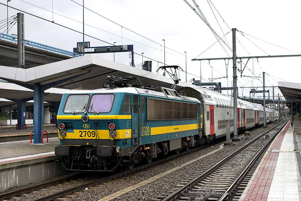 2709 Charleroi Sud 8/10/2011<br /> IC2013 1340 Charleroi Sud-Antwerpen Centraal