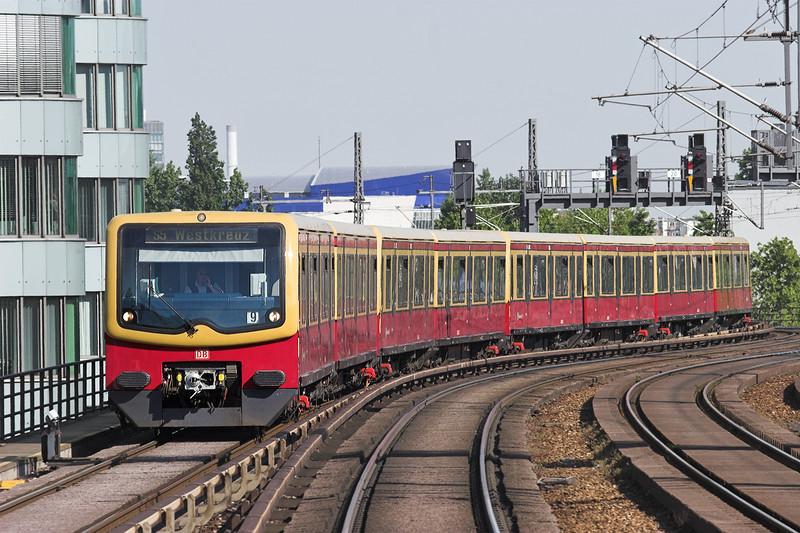 481409 Berlin-Jannowitzbrücke 9/5/2011<br /> S5 1555 Strausberg Nord-Westkrauz