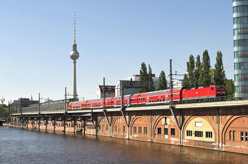 143305 Berlin-Jannowitzbrücke 9/5/2011<br /> RB18925 1452 Nauen-Berlin Schönefeld Flughafen