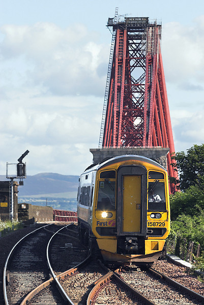 158729 North Queensferry 9/6/2011<br /> 2L69 1721 Edinburgh-Cardenden
