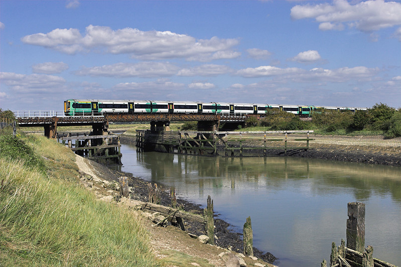377409 and 377427, Ford 9/8/2011<br /> 1C71 1526 Bognor Regis-London Victoria