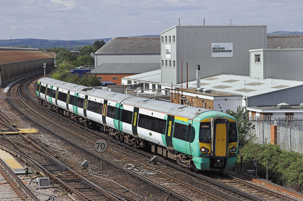 377442 Littlehampton 9/8/2011<br /> 1H22 1317 London Victoria-Littlehampton