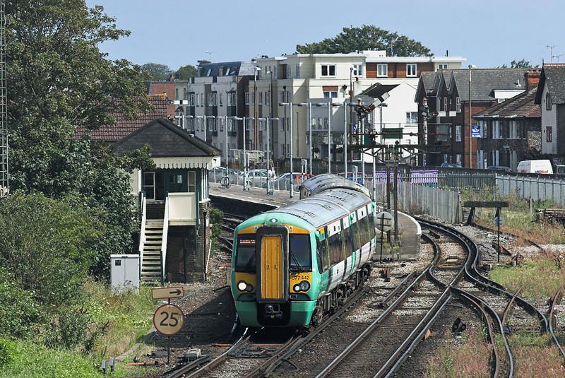 377442 Littlehampton 9/8/2011<br /> 1H41 1515 Littlehampton-London Victoria