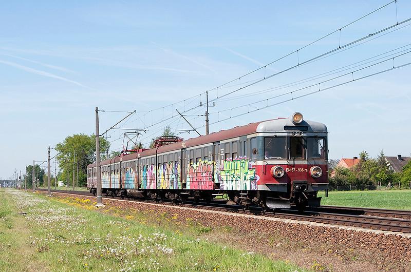 EN57-936 Dopiewo 10/5/2011<br /> 70228 0930 Zbaszynek-Konin
