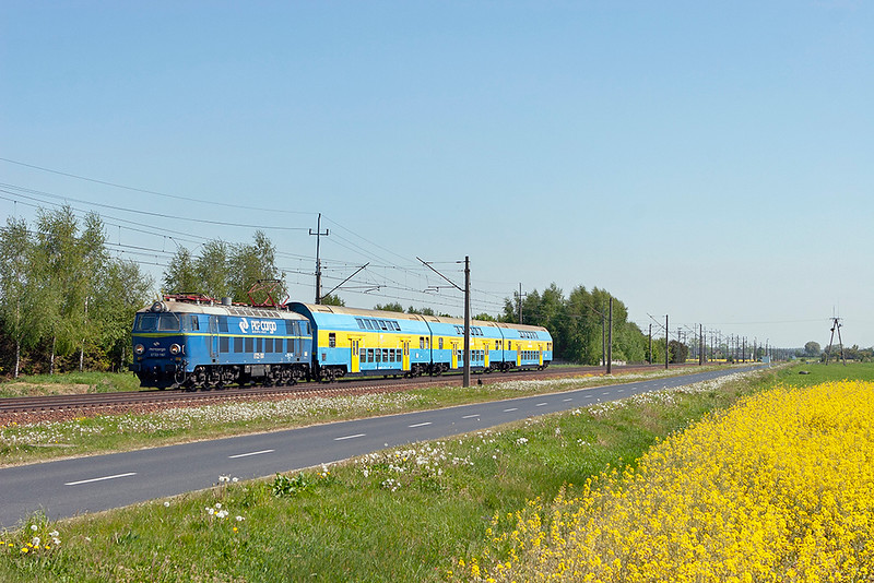 ET22-1161 Dopiewo 10/5/2011<br /> 5832 1053 Poznan Glowny-Frankfurt (Oder)