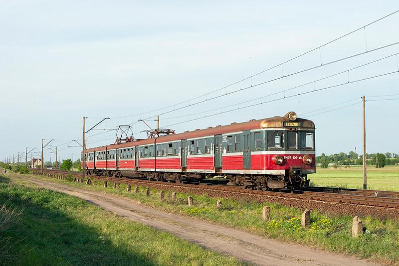 EN57-1061 Czempin 11/5/2011<br /> 77740 1755 Poznan Glowny-Leszno