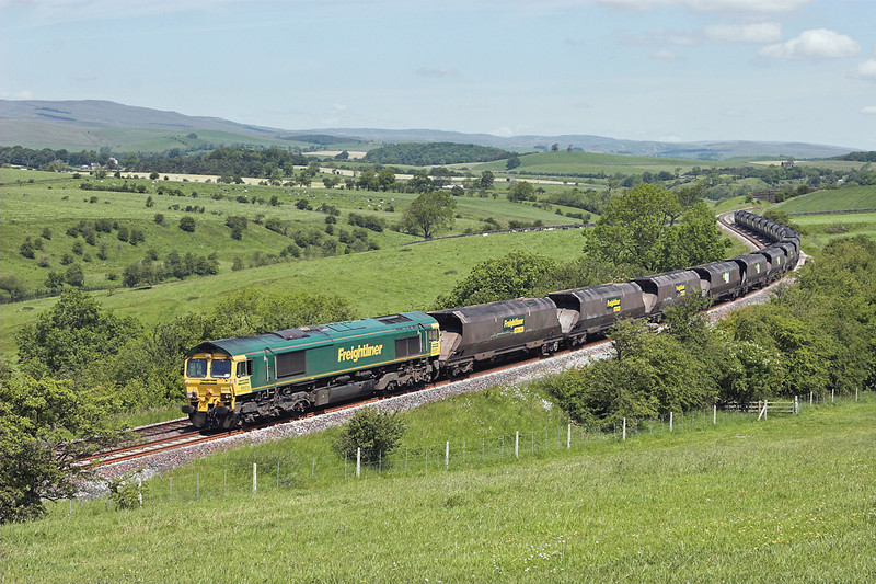 66515 Newsholme 14/6/2011<br /> 6M11 0438 Killoch-Fiddlers Ferry PS