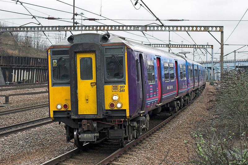 317341 Harringay 15/2/2011<br /> 2Y93 0940 Welwyn Garden City-London Kings Cross