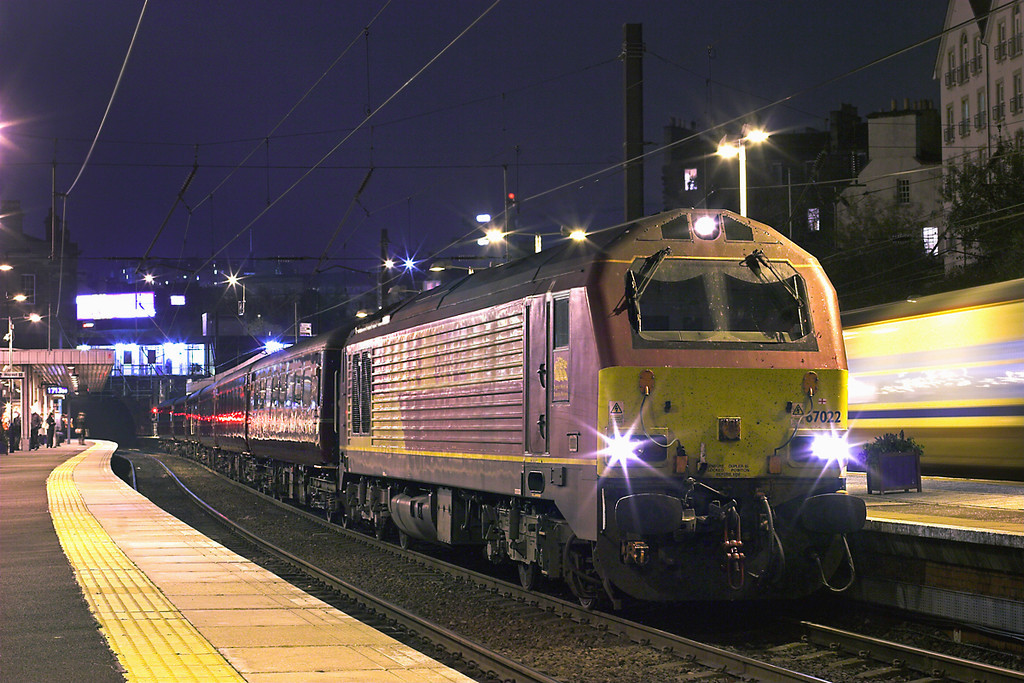 67022 Haymarket 15/11/2011<br /> 2G13 1708 Edinburgh-Edinburgh (via Fife Circle Clockwise)