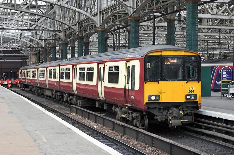 318264 Glasgow Central 17/7/2011<br /> 2B28 1905 Glasgow Central-Lanark