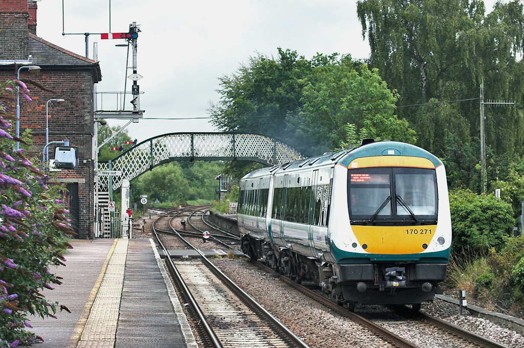 170271 Brundall 21/7/2011<br /> 2P29 1717 Great Yarmouth-Norwich