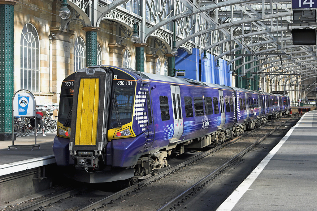 380101 Glasgow Central 23/7/2011<br /> 1T15 0945 Glasgow Central-Largs