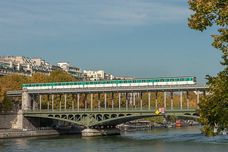 6510, Pont de Bir-Hakeim 24/10/2011<br /> Line 6 Charles de Gaulle Étoile-Nation