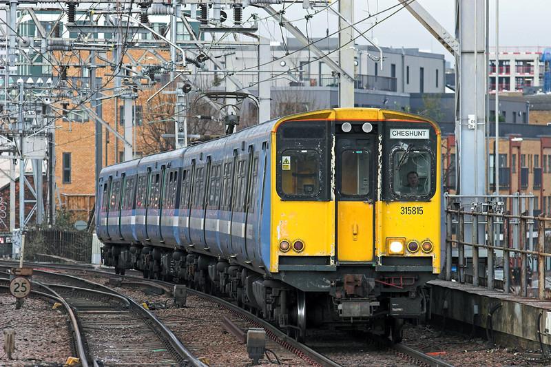 315815 Bethnal Green 25/1/2011<br /> 2D22 1015 London Liverpool Street-Cheshunt