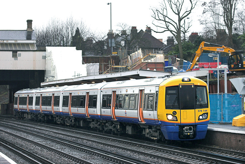 378144 Honor Oak Park 25/1/2011<br /> 9B40 1513 Crystal Palace-Dalston Junction