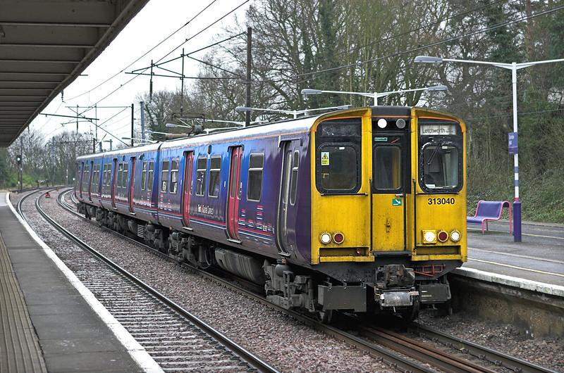 313040 Gordon Hill 25/1/2011<br /> 2F26 1252 Moorgate-Letchworth Garden City