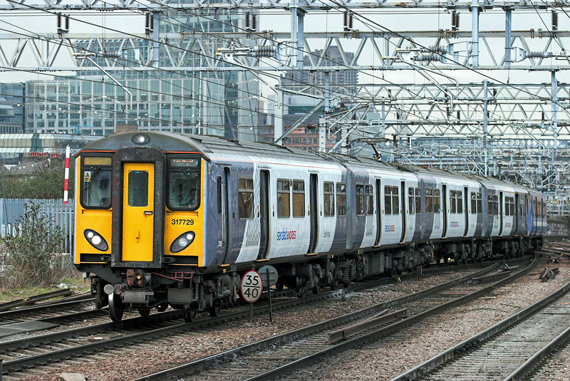 317729 and 317669, Bethnal Green 25/1/2011<br /> 5V26 0952 London Liverpool Street-Ilford IEMD