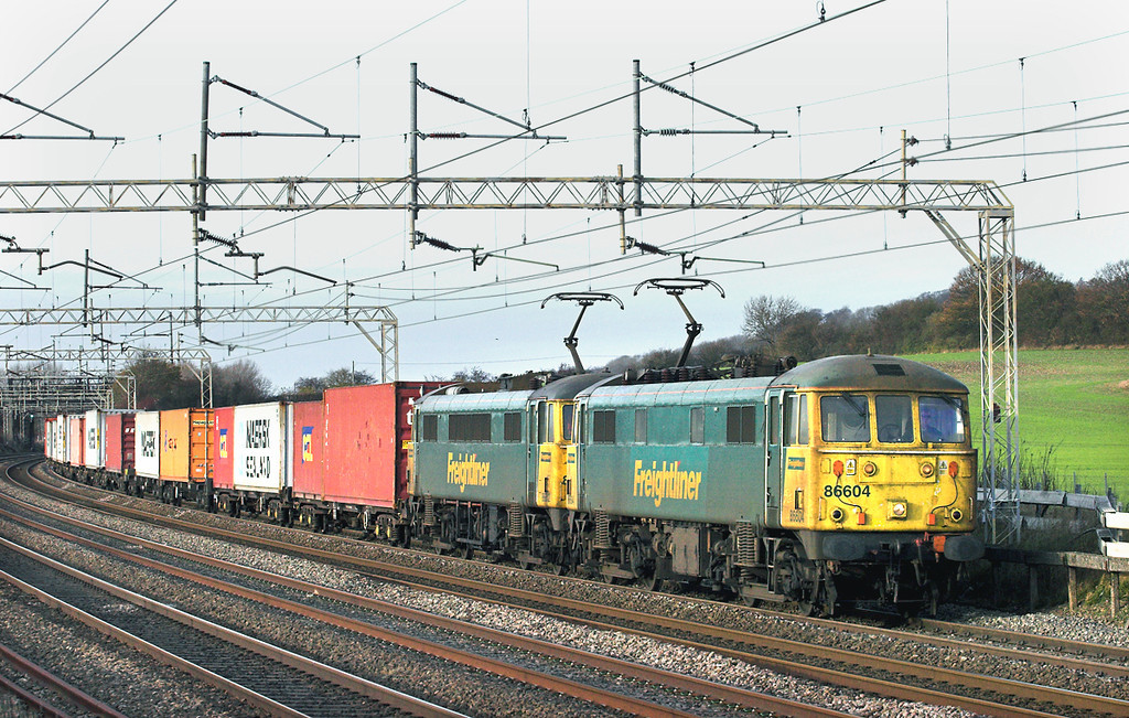 86604 and 86612, Cow Roast 25/11/2011<br /> 4Z57 1306 Daventry-Tilbury CT