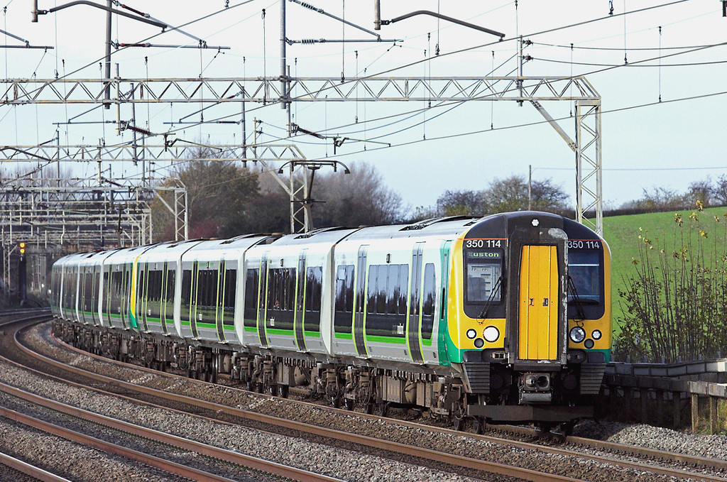350114 and 350122, Cow Roast 25/11/2011<br /> 2K30 1347 Milton Keynes Central-London Euston