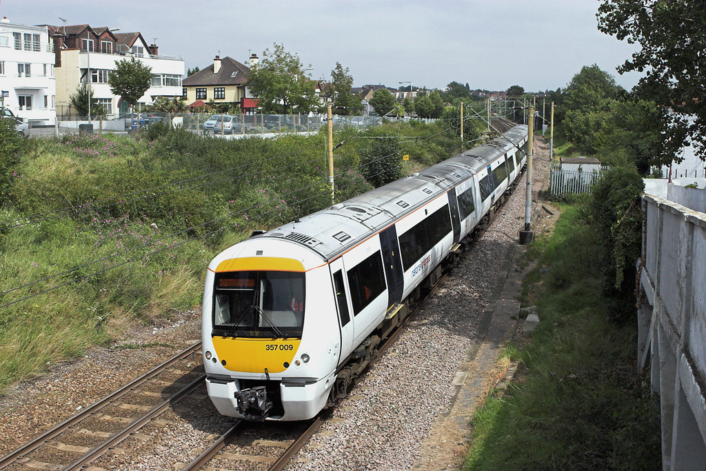 357009 Chalkwell 28/7/2011<br /> 2D37 1420 Southend Central-London Fenchurch Street