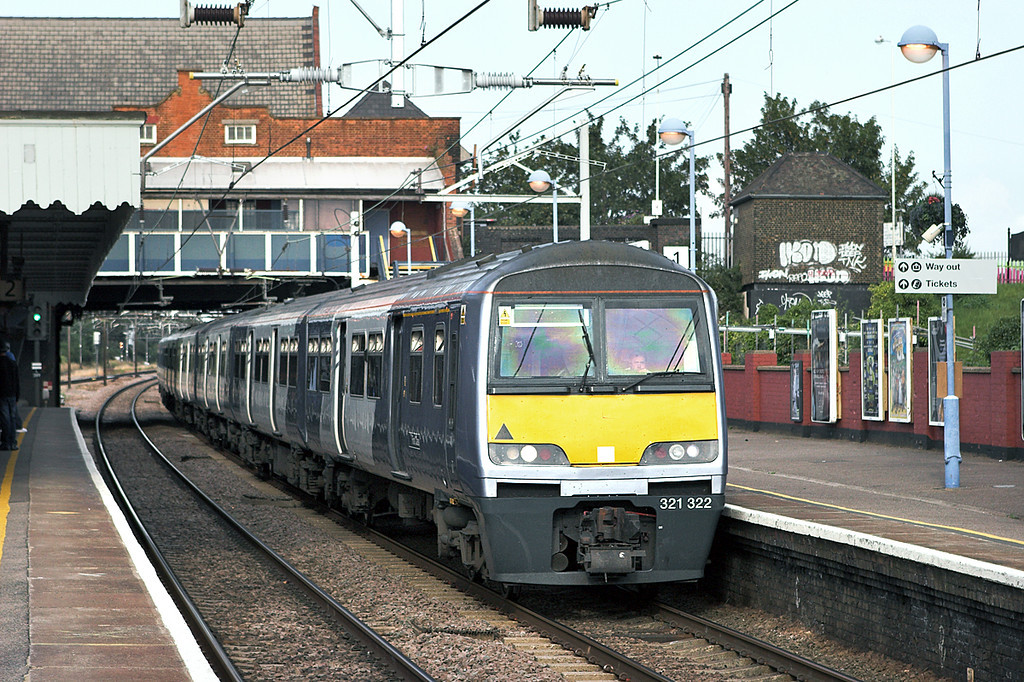 321322 and 321352, Chadwell Heath 28/7/2011<br /> 1K97 1750 Southend Victoria-London Liverpool Street