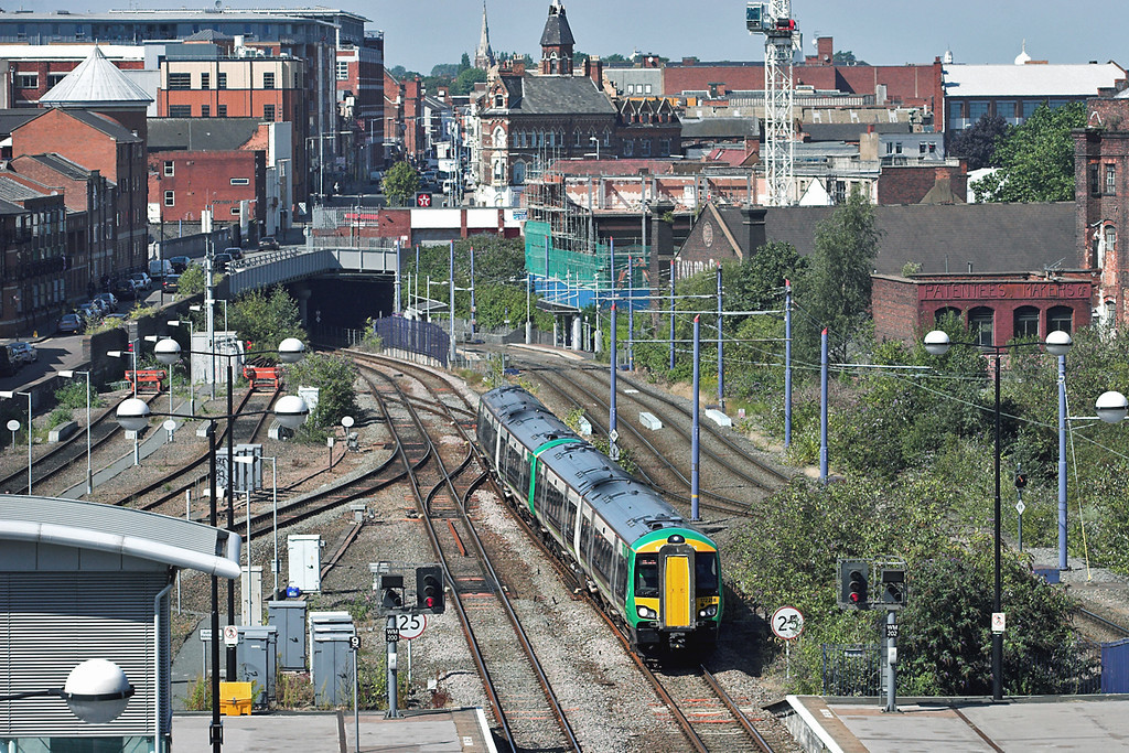 172218 and 172220, Birmingham Snow Hill 5/9/2012<br /> 2S42 1255 Stourbridge Junction-Stratford upon Avon