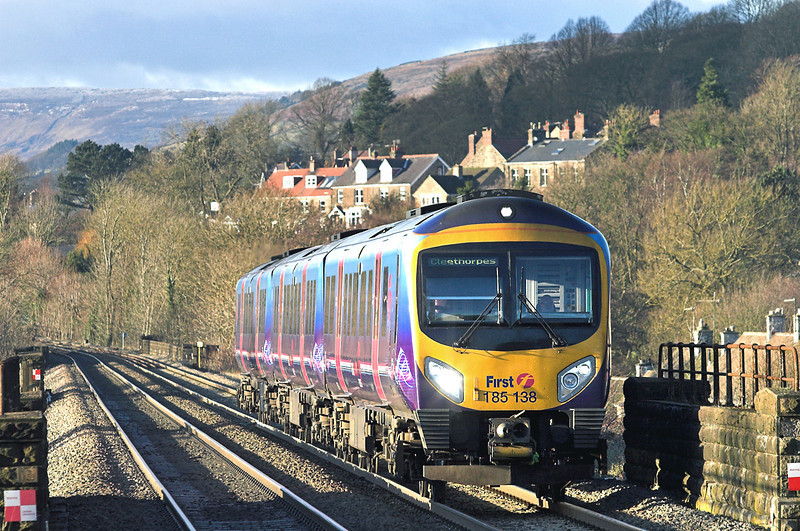 185138 Hathersage 5/12/2012<br /> 1B78 1254 Manchester Airport-Cleethorpes