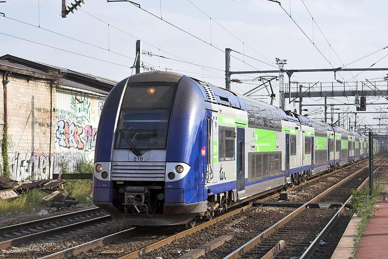 516 and 523, Saint-Denis 10/9/2012<br /> 48523 1707 Paris Nord-Amiens