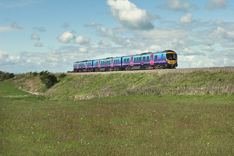 185104 Weeton 16/5/2012<br /> 1U71 1544 Blackpool North-Manchester Airport