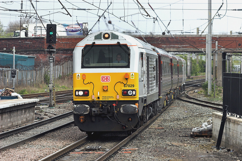 67029 Warrington Bank Quay 19/4/2012<br /> 1Z05 0825 Glasgow Central-Bescot Down Sidings