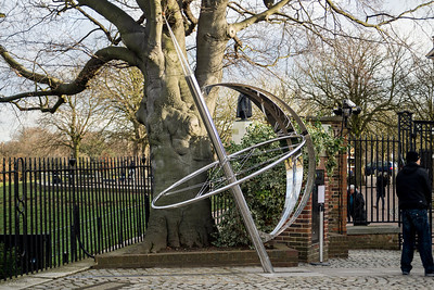 A scupture on one end of the meridian line points to the pole.