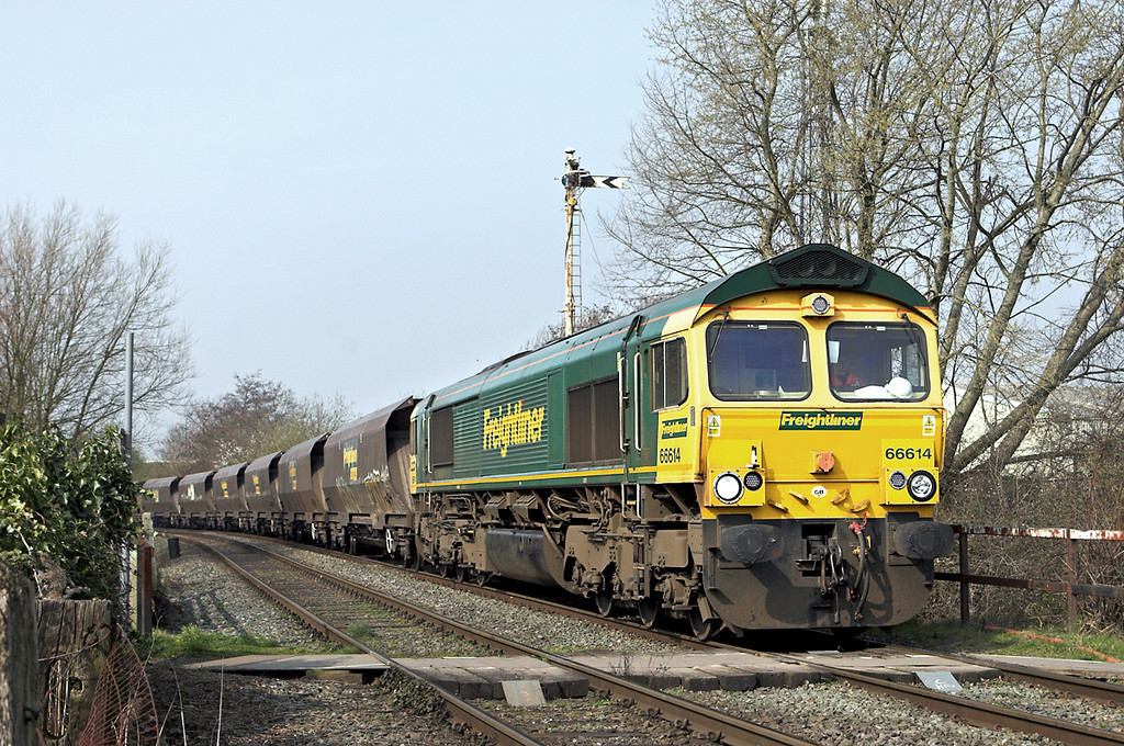 66614 Sankey Valley Park 21/3/2012<br /> 4Z59 0930 Fiddlers Ferry PS-Liverpool Bulk Terminal