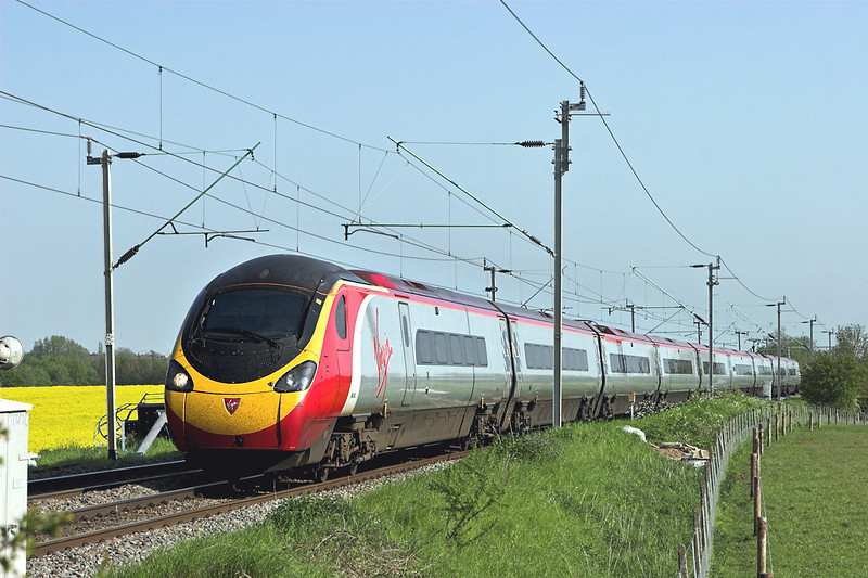 390042 Watford 22/5/2012<br /> 1F20 1607 London Euston-Liverpool Lime Street