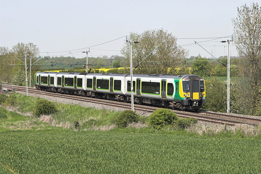 350260 Long Buckby 22/5/2012<br /> 1Y80 1313 Birmingham New Street-London Euston