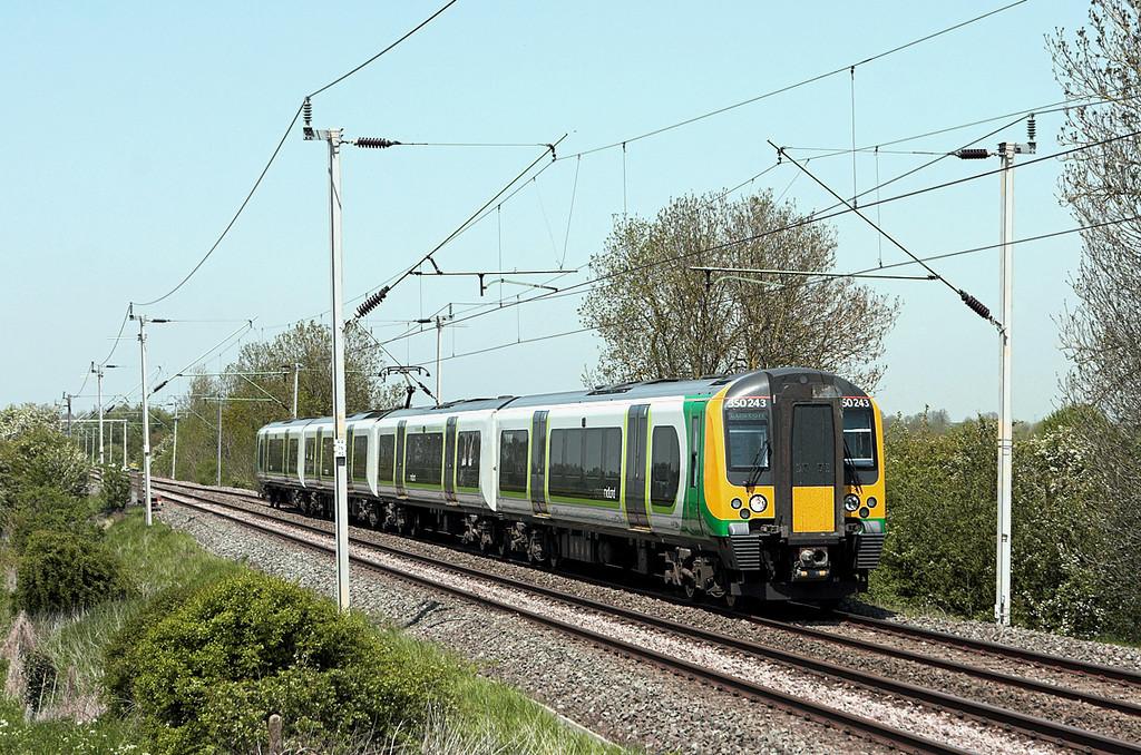 350243 Long Buckby 22/5/2012<br /> 1U30 1133 Crewe-London Euston