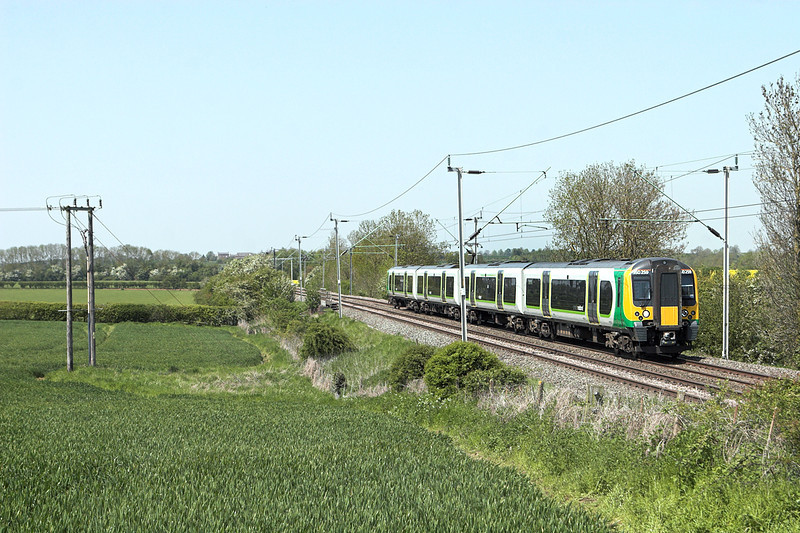 350259 Long Buckby 22/5/2012<br /> 1U32 1233 Crewe-London Euston