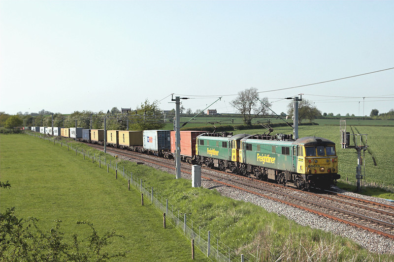 86613 and 86612, Watford 22/5/2012<br /> 4L92 1403 Ditton FLT-Felixstowe FLT