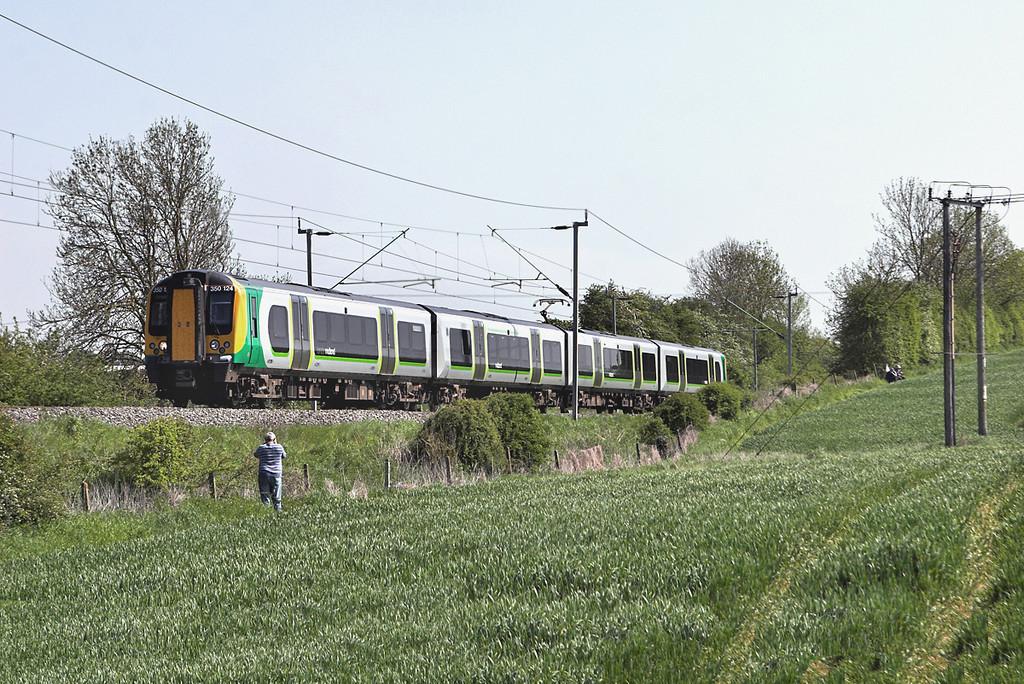 350124 Long Buckby 22/5/2012<br /> 1U37 1346 London Euston-Crewe