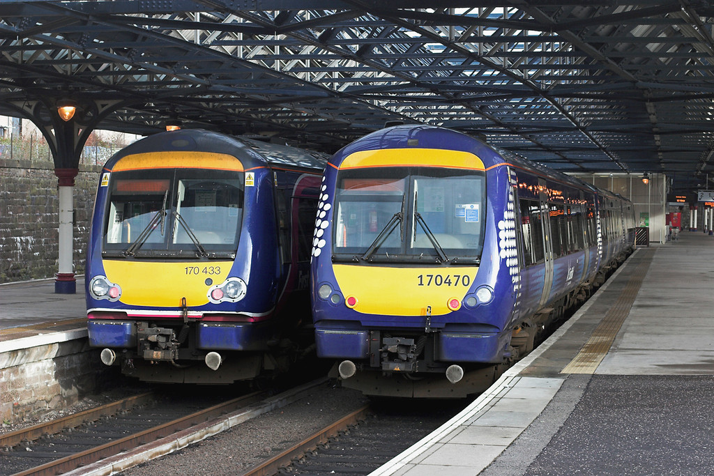 170470 and 170433, Dundee 25/1/2012<br /> 170470: 1T88 1513 Dundee-Glasgow Queen Street<br /> 170433: 1L52 1234 Dundee-Edinburgh