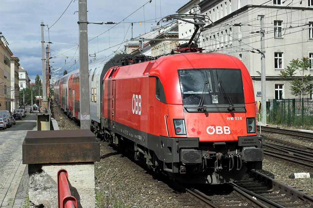 1116 038 Wien Mitte 25/6/2012<br /> R2246 1424 Payerbach-Reichenau Retz