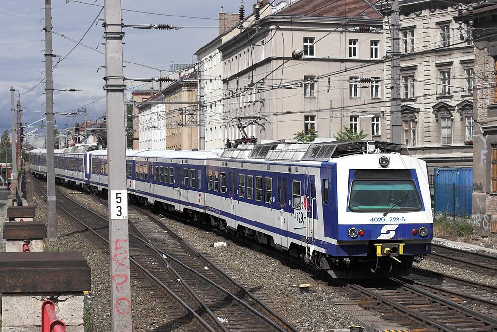 4020 228 Wien Mitte 25/6/2012<br /> S1 1523 Mödung-Gänserdorf