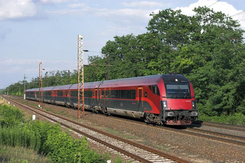 1116 211 (on rear) Györszentiván 26/6/2012<br /> RJ42 1710 Budapest Keleti pu-Salzburg Hbf