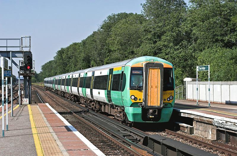 377132 and 377422, Three Bridges 26/7/2012<br /> 1A20 1536 London Victoria-Brighton