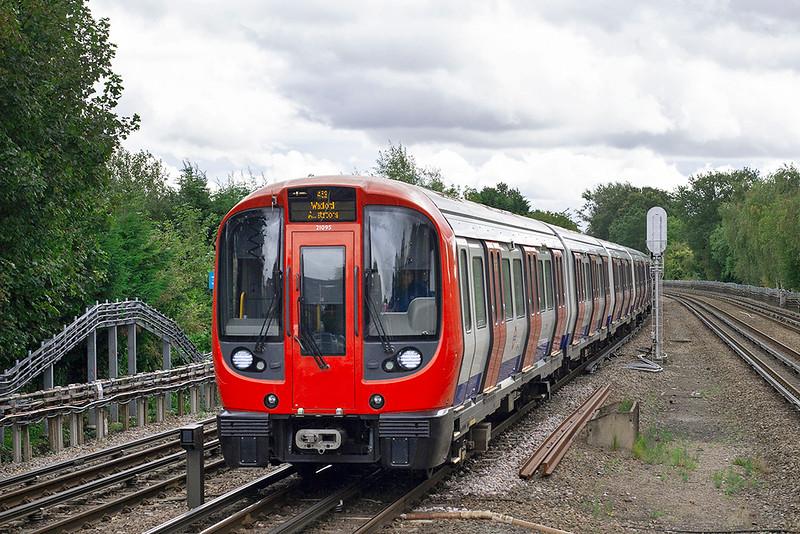 Metropolitan Line 21095, Northwood Hills 26/9/2012